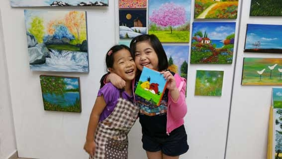 Kids enjoying to paint - Art Classes Singapore