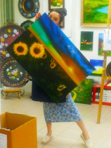 Art Therapy - happy girl behind painting